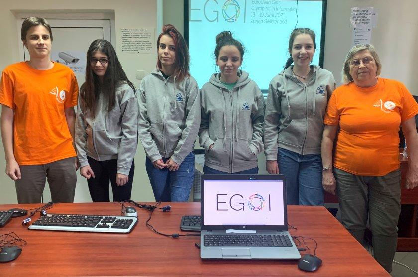 българчета спечелиха медала олимпиадата информатика момичета
