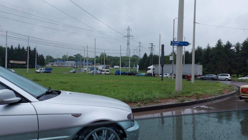 Проливен дъжд над Русе парализира за кратко града. 11 литра