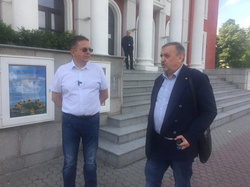 Проф. Кантарджиев консултира организацията на масовата ваксинация в София