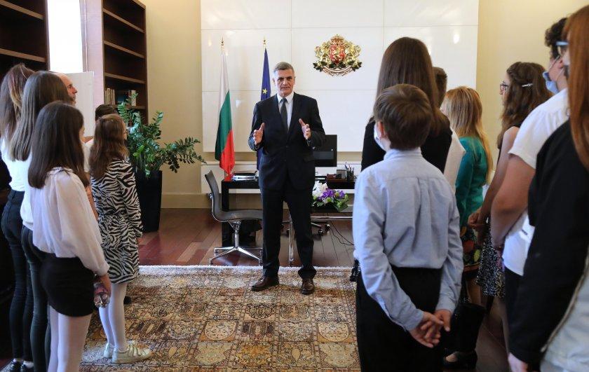 стефан янев запозна малките министри дейността служебното правителство