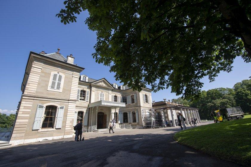 От нашите пратеници: Байдън кацна в Женева за срещата с Путин