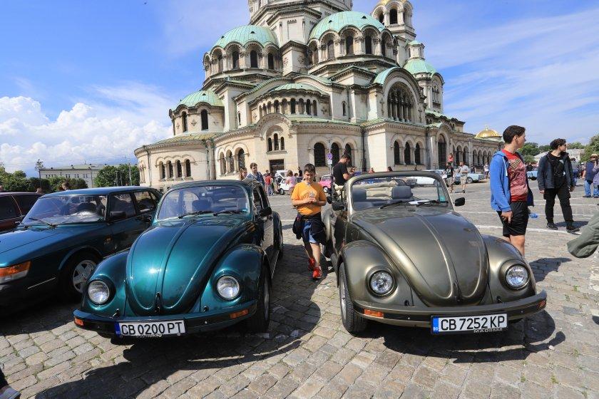 Над 350 ретро автомобила от цялата страна се събраха на
