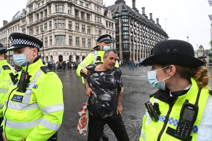 Полицията задържа 14 души в центъра на британската столица, протестиращи