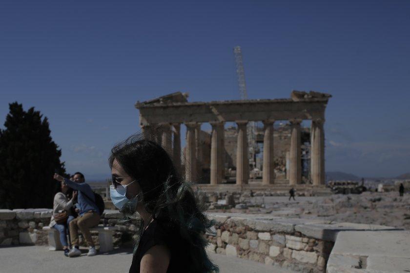 Гръцката комисия от епидемиолози даде одобрение за премахване на носенето