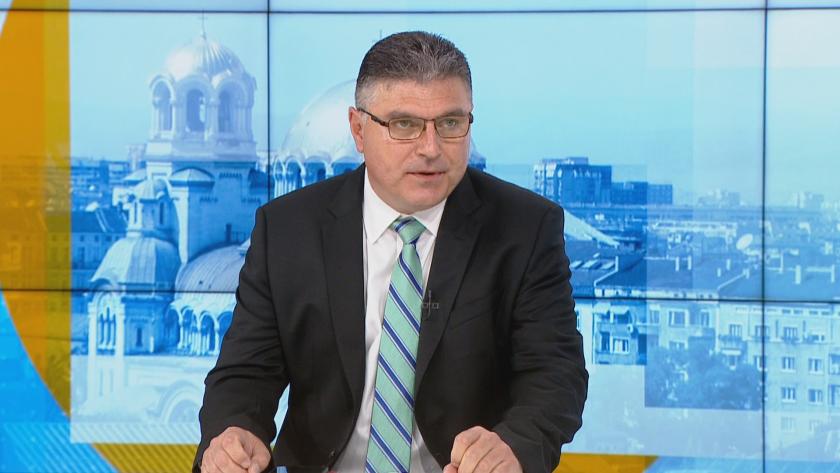 Министърът на отбраната: Скъсан лентов кабел пречи да бъде свалена информацията от черната кутия