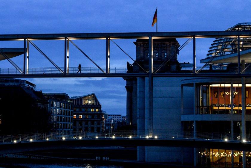 берлин разхлабва ковид ограниченията масовите мероприятия