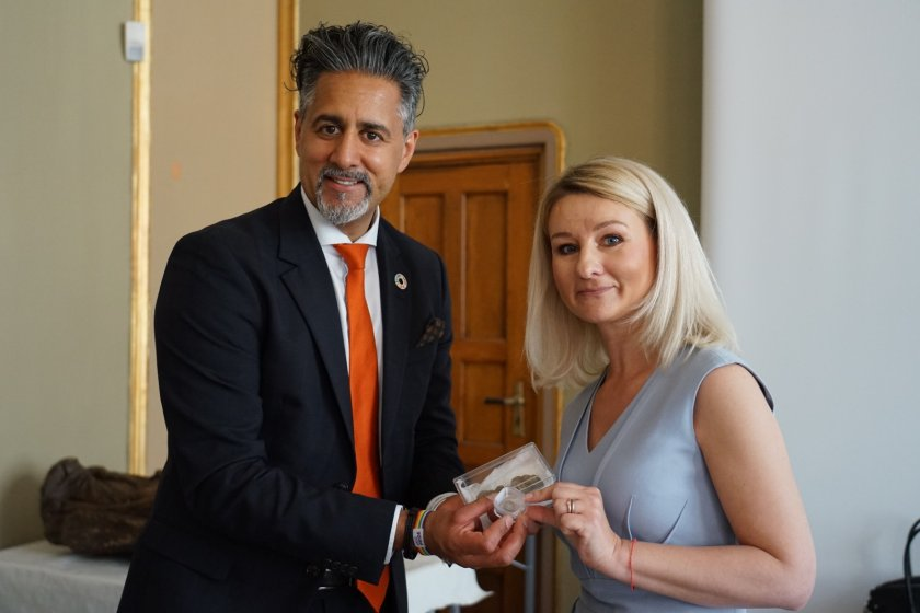 Министърът на културата на Норвегия Рабид Раджа предаде на българския