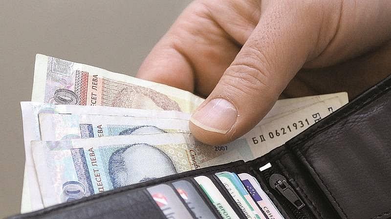 Ще плащаме с левове и евро само един месец след влизането в еврозоната