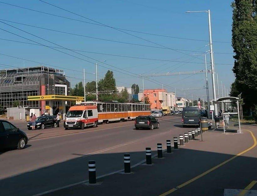 лек автомобил трамвай сблъскаха софия