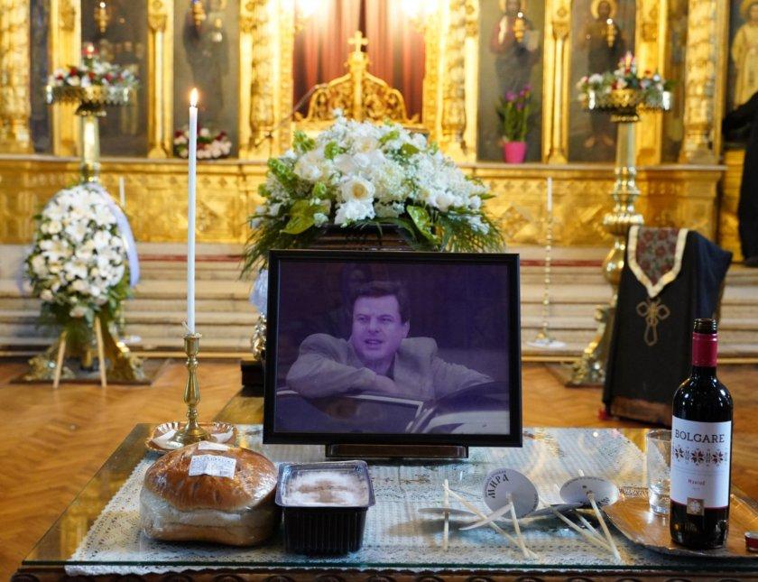 Близки и приятели се сбогуваха с Евгений Бакърджиев (СНИМКИ)