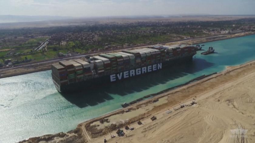 юли освобождават кораба блокирал суецкия канал март