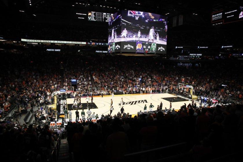 Финикс удари Милуоки в първия мач от финала на НБА