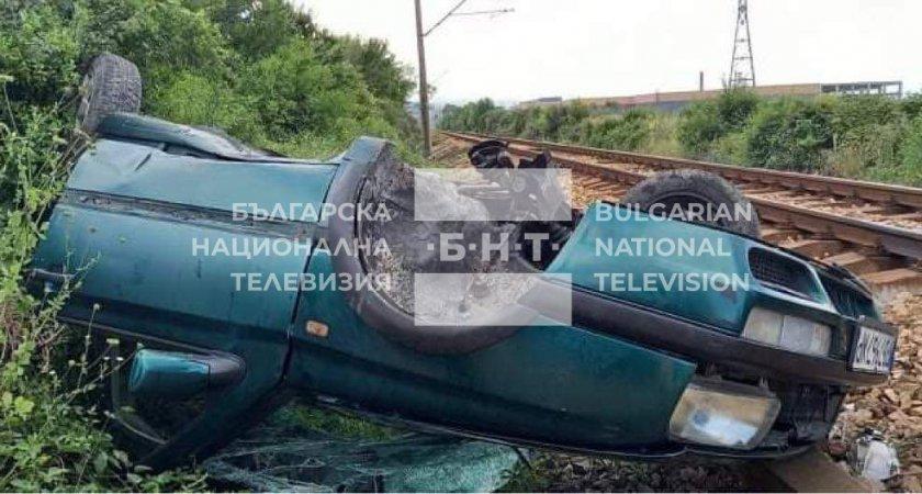 Влак смаза лек автомобил край карловското село Дъбене