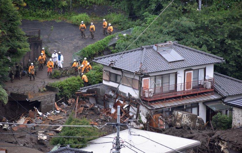 19 души са спасени след свлачището в Япония