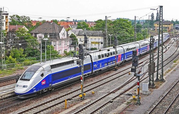 МВнР: Стачки във Франция ще засегнат движението на влакове и самолети