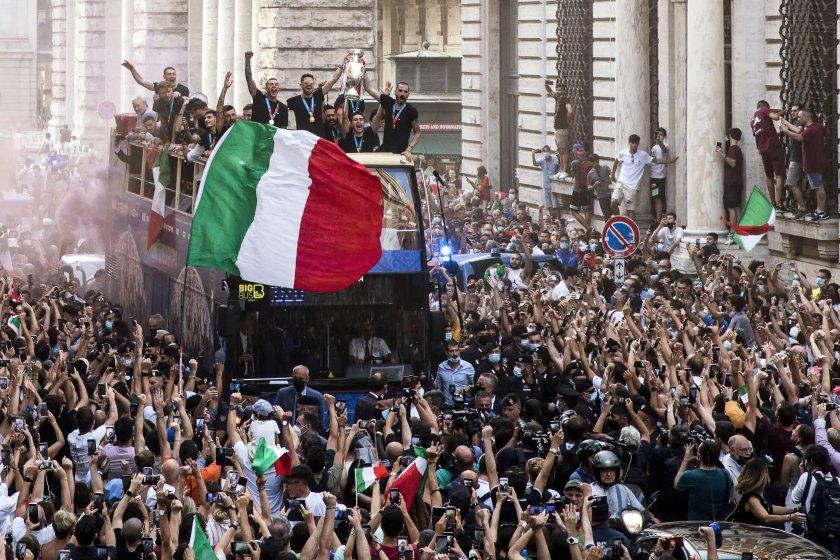 отборът италия направи своя шампионски парад рим снимки