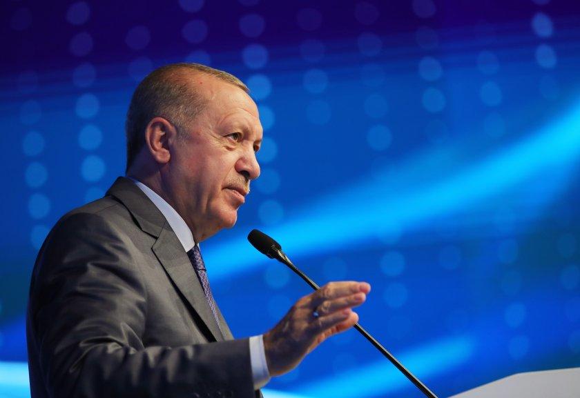 Ердоган уволни ректора на университет, предизвикал студентски протести