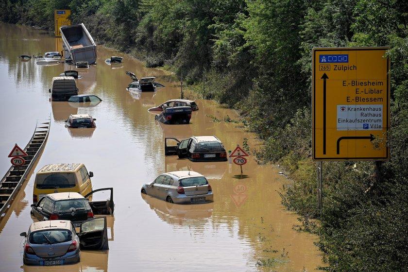След наводненията в Западна Европа: 180 загинали, издирват се оцелели