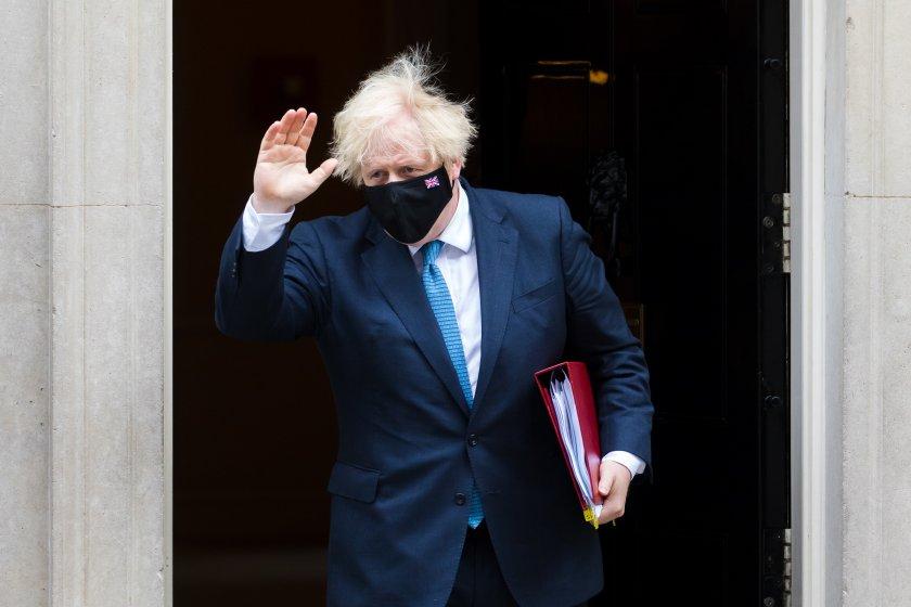 Борис Джонсън се извини за отказа да се карантинира