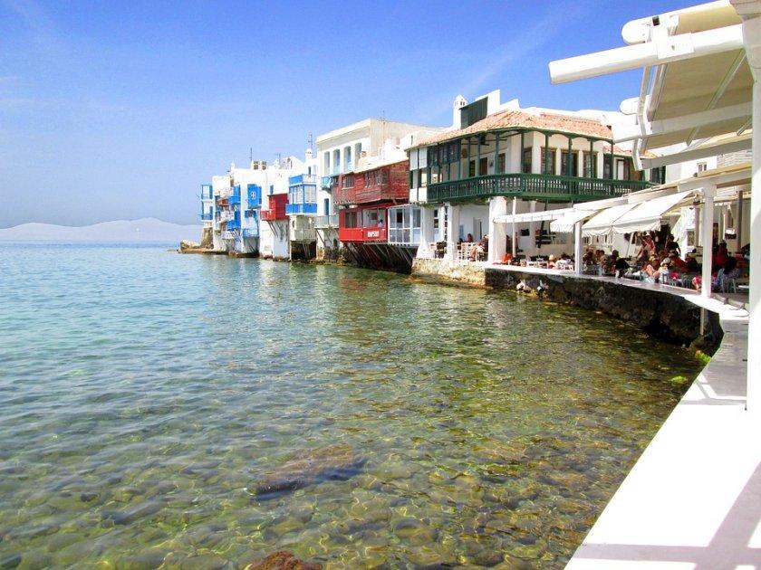 Забраниха музиката в заведения и барове на остров Миконос