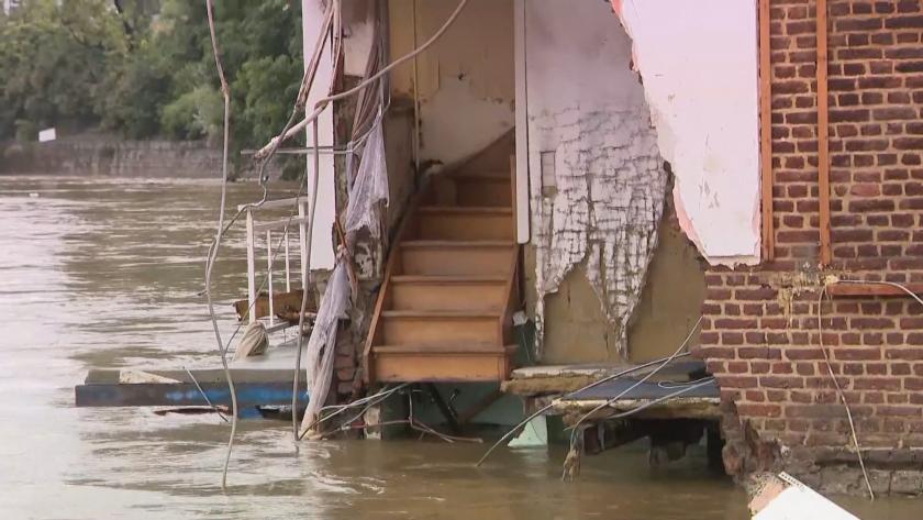 И Чехия под вода: Силни дъждове наводниха къщи и прекъснаха възлови пътища