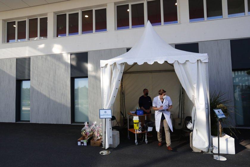 разбиха ваксинационни центрове франция