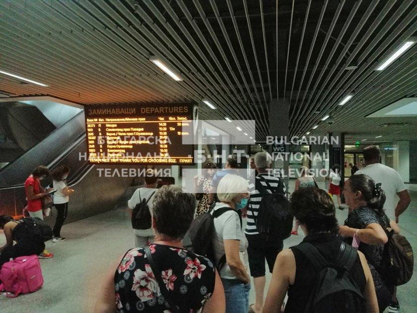 закъснения влакове липса информация централна гара софия