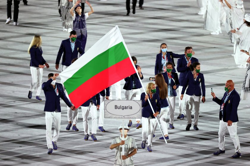 петима българи представят неделния ден токио
