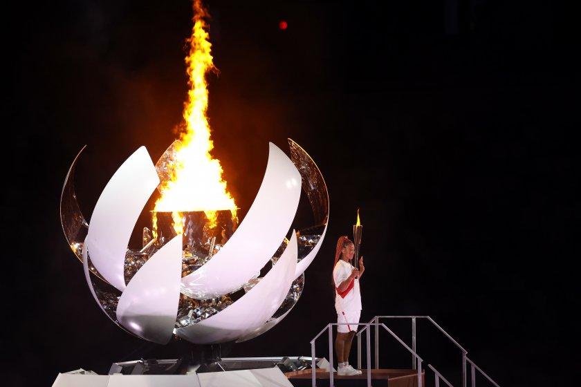 олимпийският огън пламна бляскава церемония токио снимки