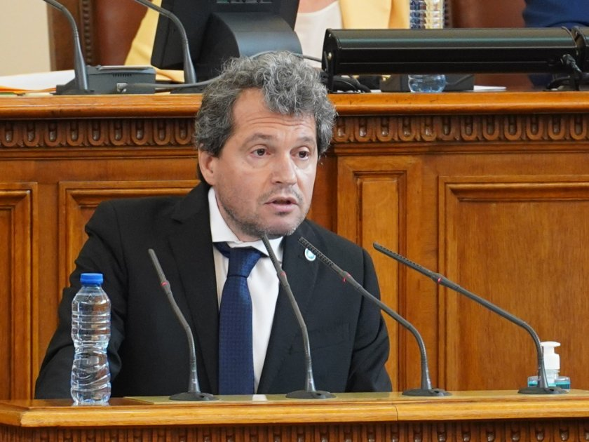 В Народното събрание Тошко Йорданов от Има такъв народ критикува