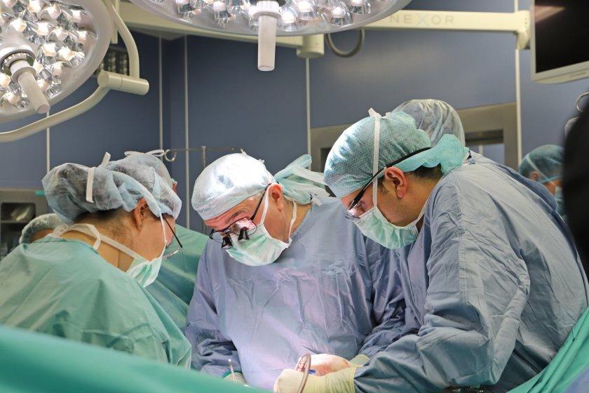 специалисти вма трансплантираха спешност черен дроб годишен мъж