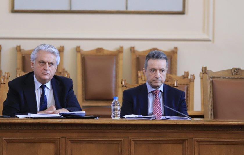 изслушват вътрешния правосъдния министър мандата гешев