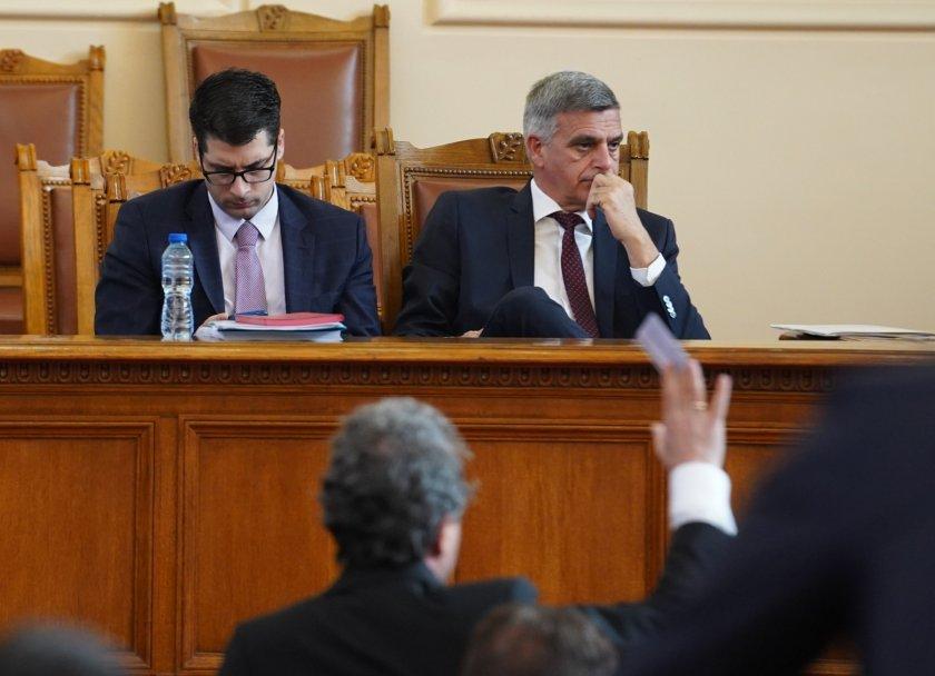 Служебният министър-председател Стефан Янев, министърът по европейските въпроси Атанас Пеканов