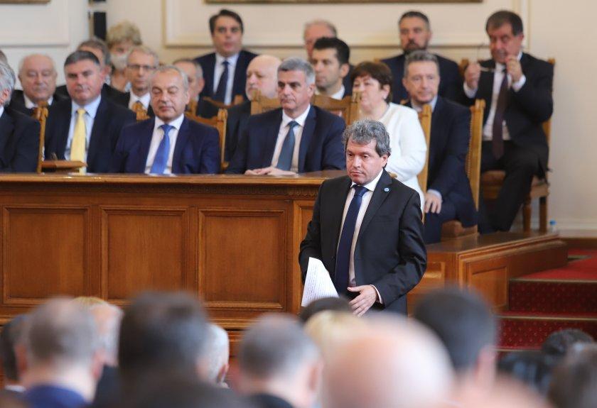 Президентът свиква утре консултации с всички парламентарно представени сили, преди