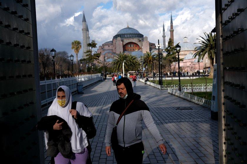 Ежедневните случаи в Турция за Covid-19 преминаха 14 000, отбелязвайки