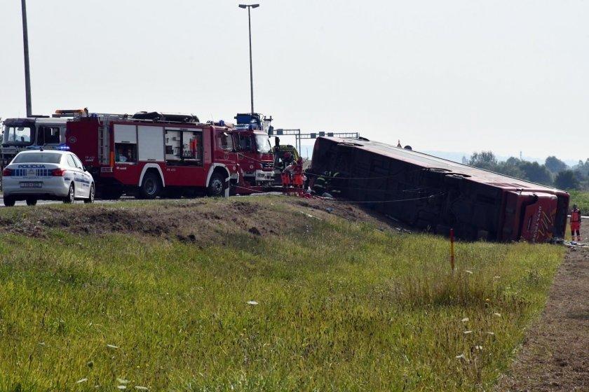 Шофьорът на преобърналия се автобус в Хърватия е заспал зад волана