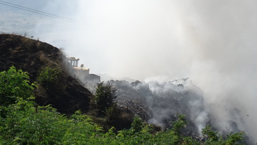 сметището дупница все тлее опасност хората района