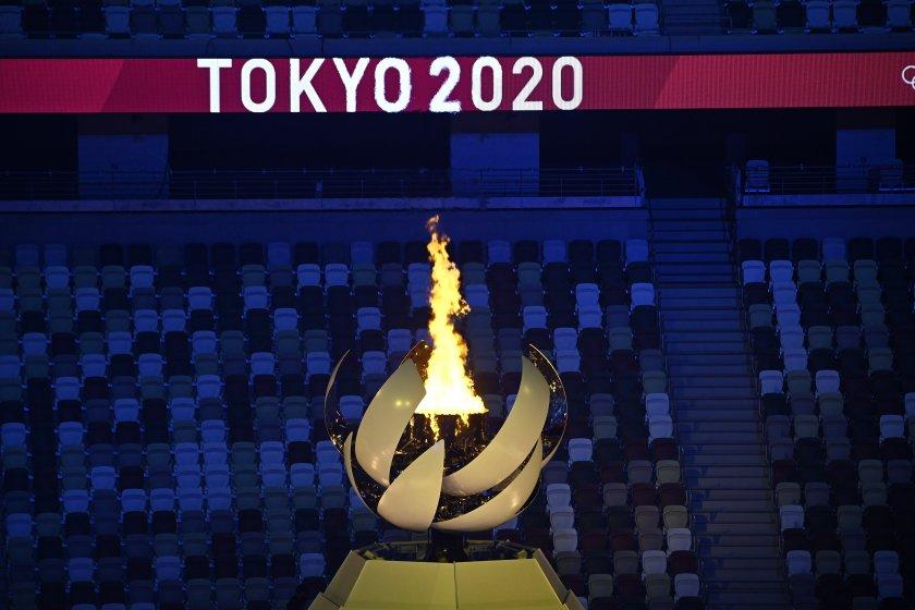 Токио 2020 лого огън