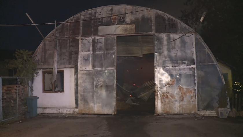 Пожар избухна в хале на територията на стопанския двор в
