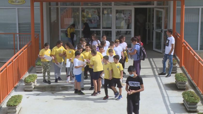 """От 68 училища само 6 изпращат деца на летен лагер по програма """"Отново заедно"""" в Русе"""