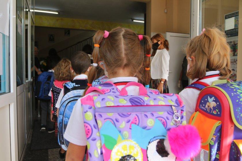 300 получат семействата деца първи осми клас