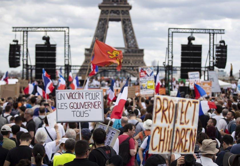 Бурни дискусии и многохилядни протести във Франция срещу въвеждането на