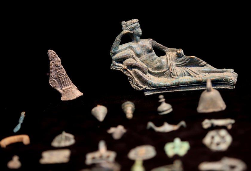 Монети и предмети от античността и средновековието на стойност близо
