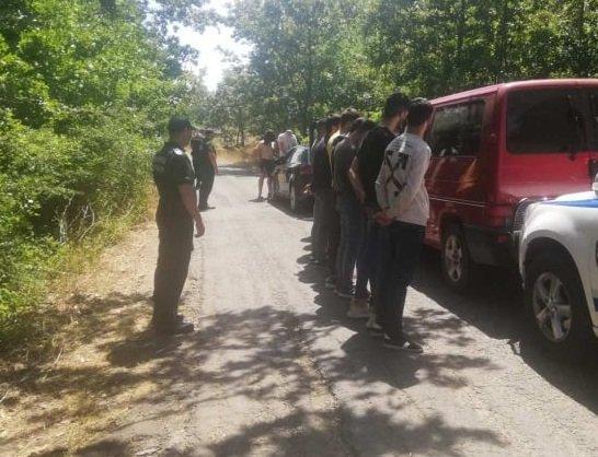 задържаха петима българи незаконен трафик имигранти