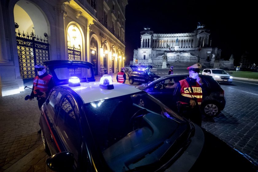 Италианската полиция е арестувала девет души, заподозрени във фалшифициране на
