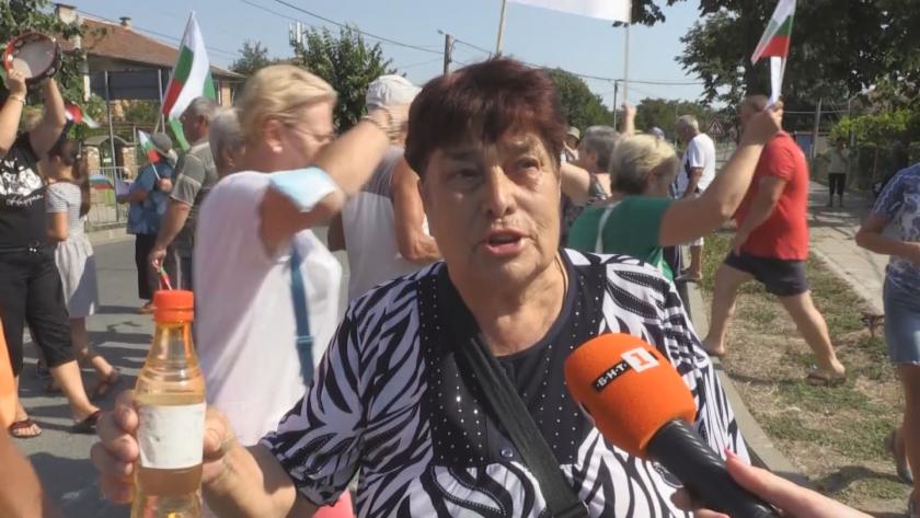 Протест заради честите ВиК аварии затвори пътя Бургас-Малко Търново
