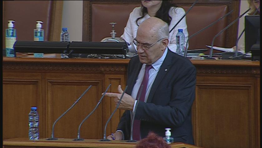 На днешното си пленарно заседание депутатите изслушват председателя и членовете