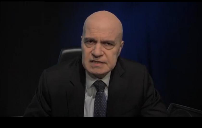 """Слави Трифонов във видеоинтервю: """"Демократична България"""" искат постове"""