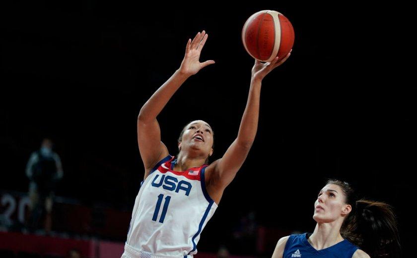 Баскетболистките на САЩ минаха през Сърбия за място във финала