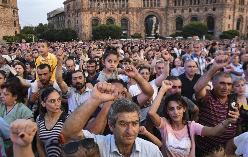 армения криминализира обидата политици